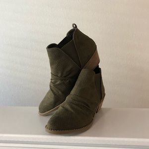 "Report ""Drewe"" Suede Ankle Boots"